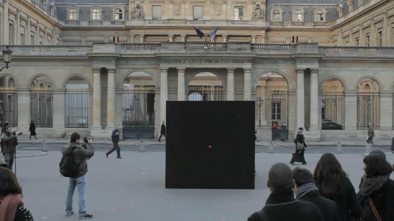Черный куб и ходячие поцелуи