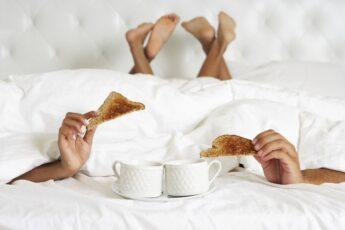 Когда полезнее заниматься сексом утром или вечером?