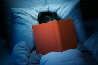 Какие книги следует читать, чтобы быстрее уснуть