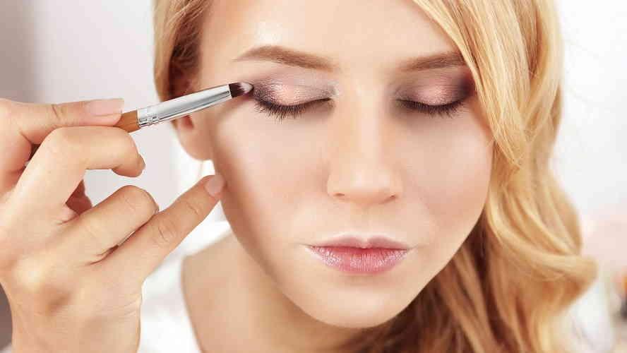 Как правильно наносить тени на глаза